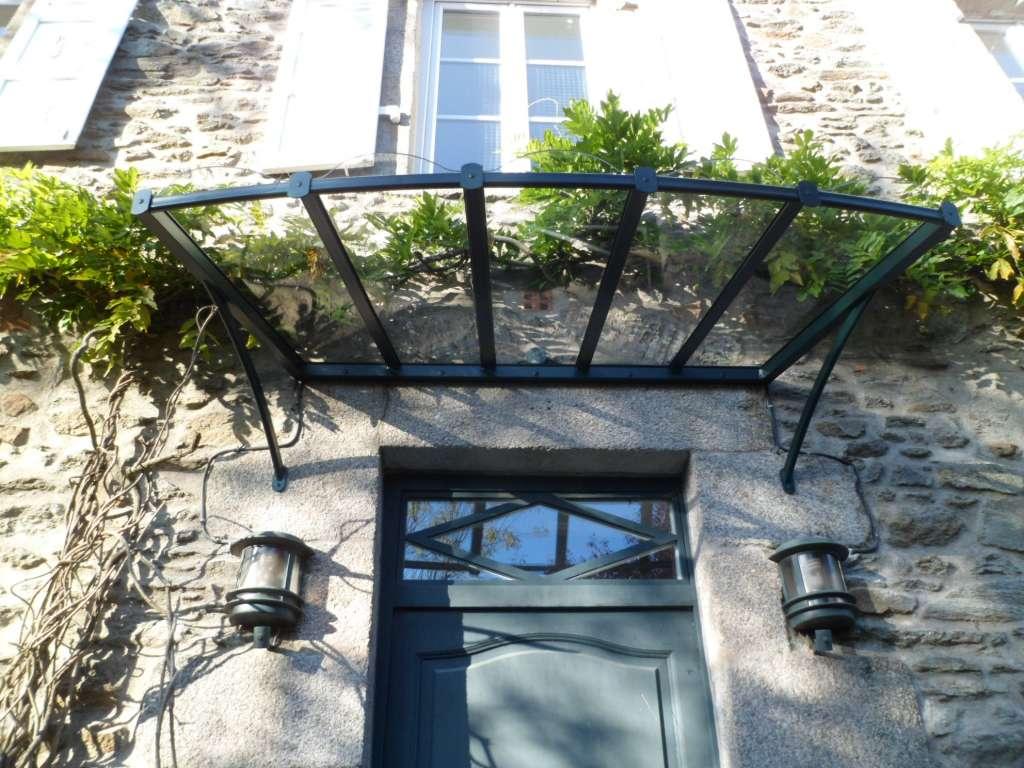 Marquise de porte d'entrée en forme d'éventail cintrée en aluminium en verre trempé avec une monture de couleur noire