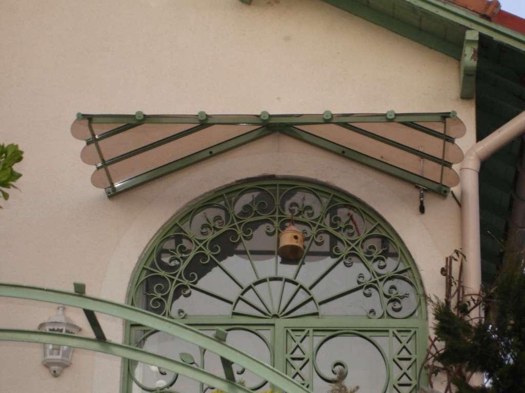 Marquise de porte d'entrée de monture de couleur verte et verre trempé teinté bronze