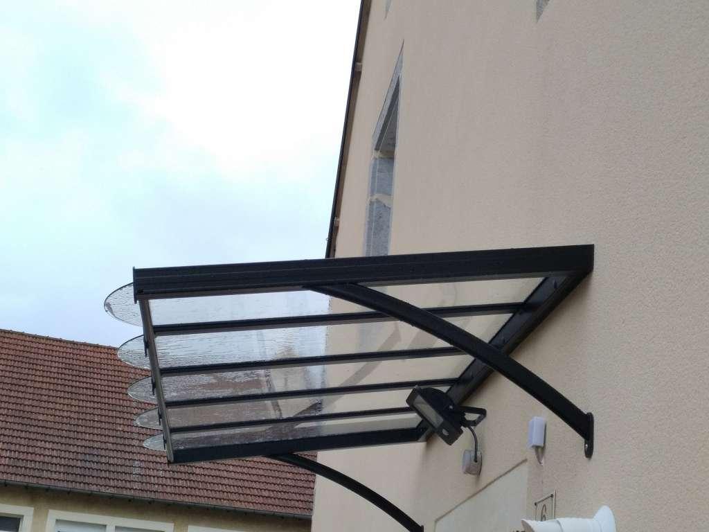 Marquise porte d'entrée noire en verre trempé incolore 4mm